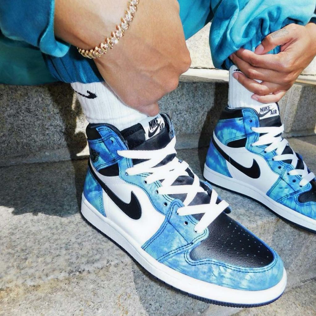 air-jordan-1-high-tie-dye-2