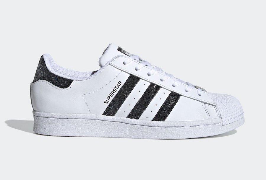 foto della sneakers in dettaglio laterale