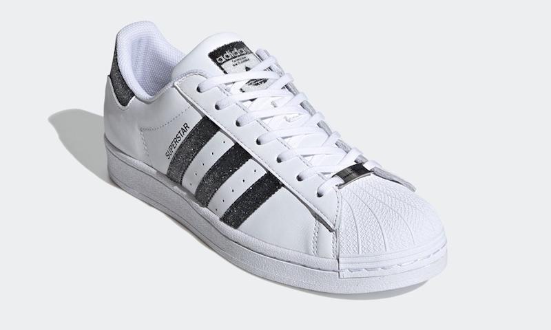 foto della sneakers in dettaglio frontale