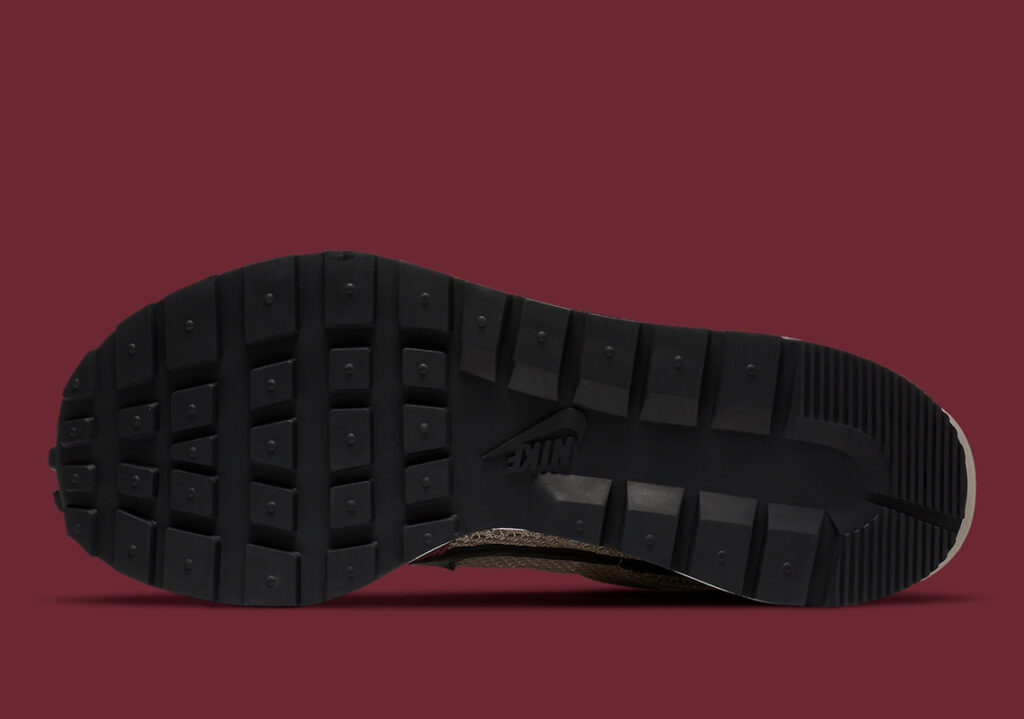 sacai-Nike-VaporWaffle-Villain-Red-DD3035-200-1